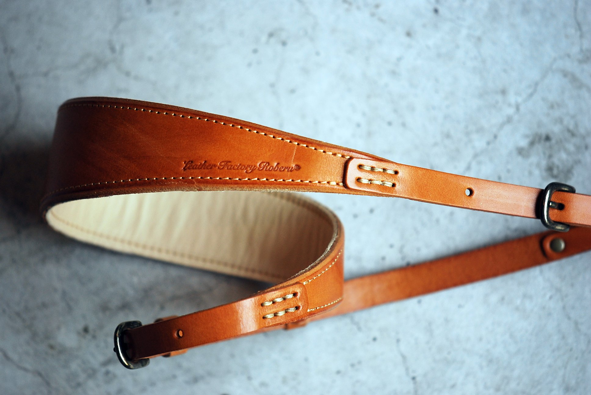 Roberu Natural Tanned Leather Camera Strap - Pipperoo: deliver ...